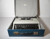 Vintage 1960s Olivetti Underwood Dora Italy Portable Typewriter with Original Case in Working Condition