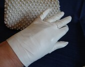 Vintage Glenville Real Kid Leather Off White Gloves with Stitched Edge Detail - English Gloves Size 6.25 - Mad Men Style Gloves