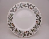 """Near Mint Vintage Wedgwood English Bone China """"Strawberry Hill"""" Dinner Plate - 12 available"""