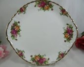 Gorgeous Vintage Royal Albert Old Country Roses Handled Cake Plate