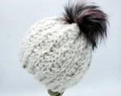 Plush Speckled White Beanie with faux fur pom Size 12-24 Months