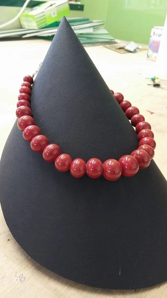 choker necklace in red gl...