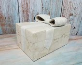 Vintage Tessellated Stone Renoir Lidded Box Rattan Bow