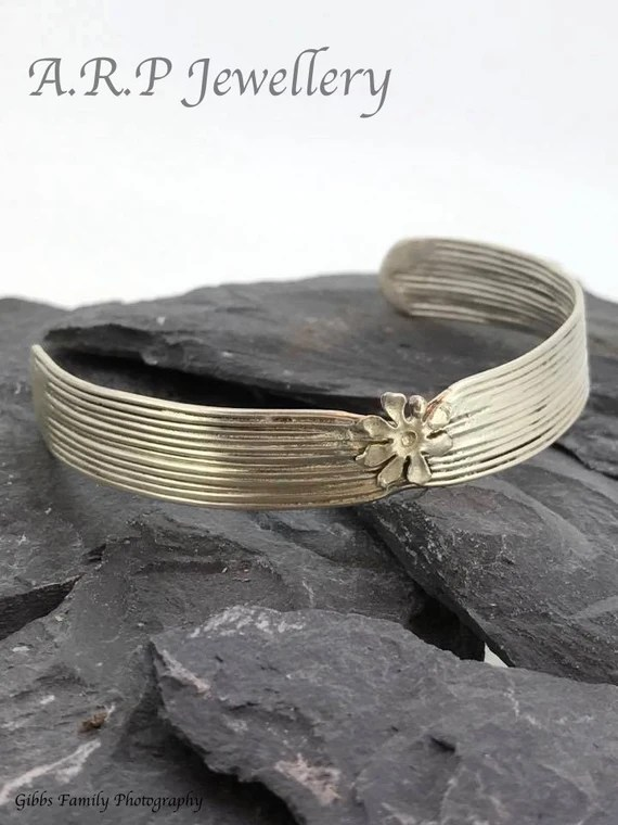 925 Sterling silver bracelet with a beautiful flower set onto the cuff.