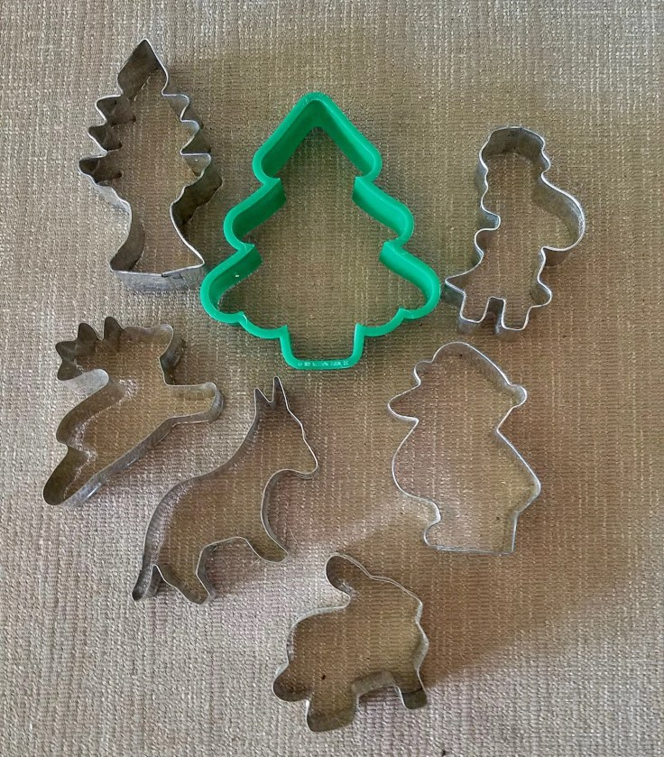 Set of 7 Rare Vintage cookie cutters / Tin holiday/ Christmas cookies/ Easter cookies/ holiday cookies/ baking supplies