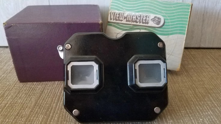 Vintage Viewing, Sawyers ViewMaster ,Stereoscope, 1940's, Black Bakelite, Made in Portland Ore USA, EIGHT reels Included.