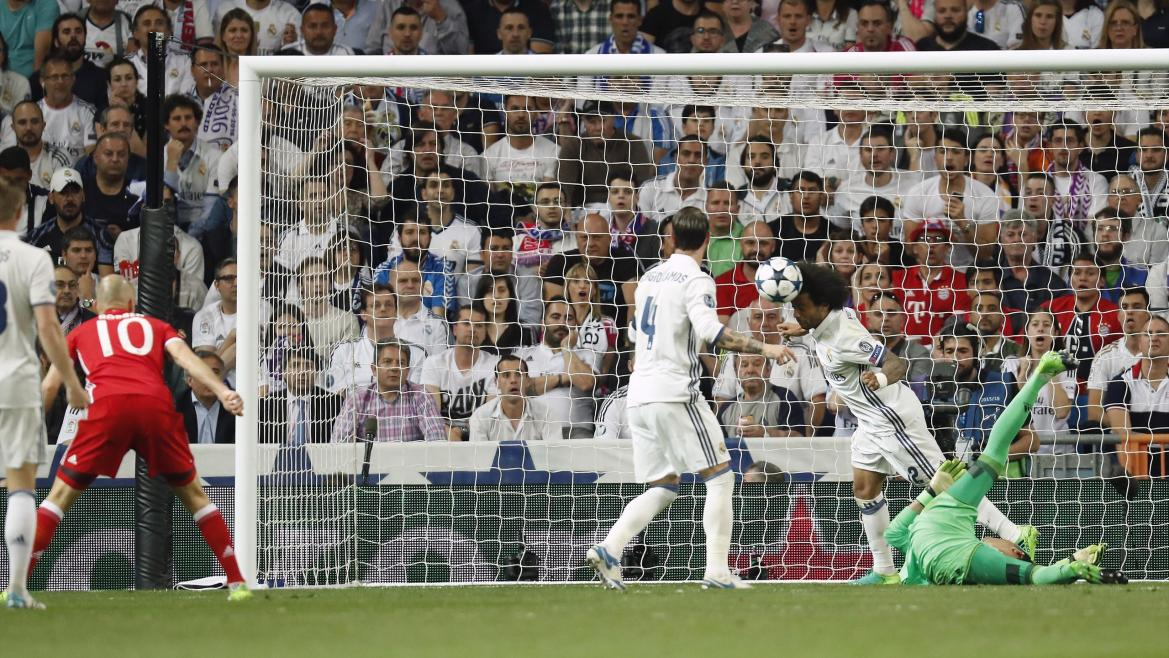 Toni Kroos of Real Madrid, Arjen Robben of Bayern Munich, Sergio Ramos of Real Madrid, Marcelo of Real Madrid, goalkeeper Keylor Navas of Real Madridduring the UEFA Champions League quarter final match between Real Madrid and Bayern Munich