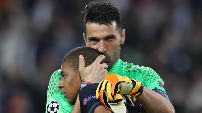 """PSG: Kylian Mbappé traite Buffon de """"papy"""", le gardien italien réagit"""