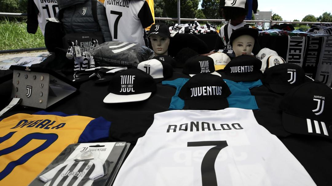 Resultado de imagen para Trabajadores de FIAT protestan por el costoso fichaje de Ronaldo