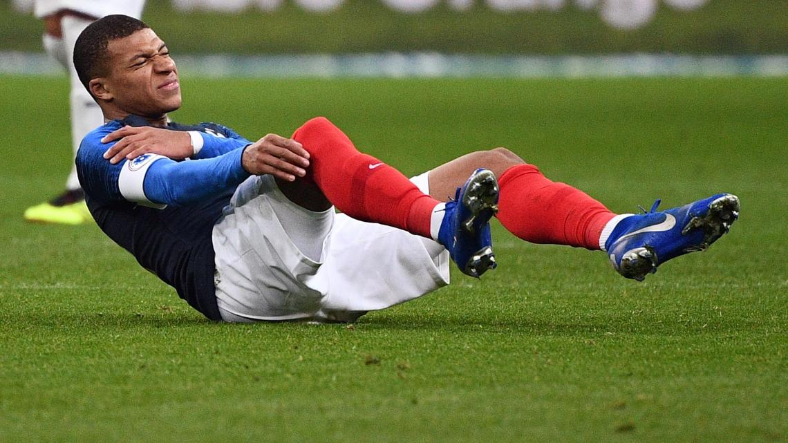 Kylian Mbappe picks up a shoulder injury for France against Uruguay