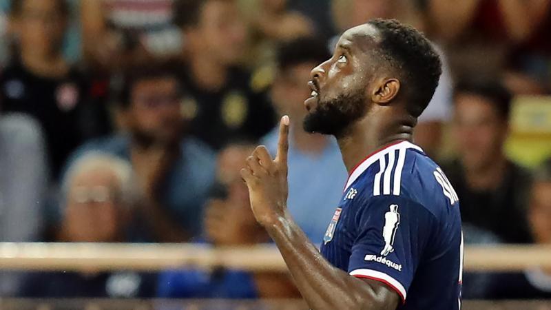 Moussa Dembélé célèbre son but, le premier de la saison 2019/2020 de Ligue 1, lors de Monaco-Lyon