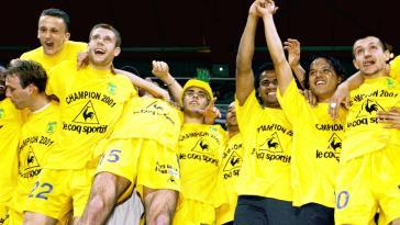 Le FC Nantes dévoile un maillot inédit pour célébrer les vingt ans de son dernier titre de champion