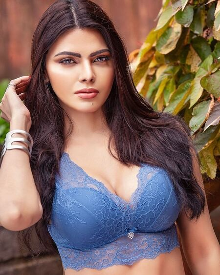 18+ Mujhe Rang Do By Sherlyn Chopra 2019 Hindi Dubbed Movie Download And Watch Online 720p