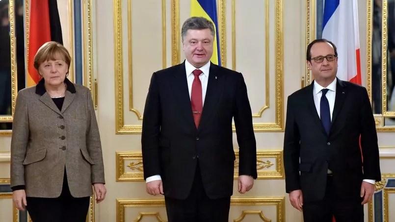 La chancelière allemande, Angela Merkel, le président ukrainien, Petro Porochenko, et le chef de l'État français, François Hollande, jeudi 5 février à Kiev.