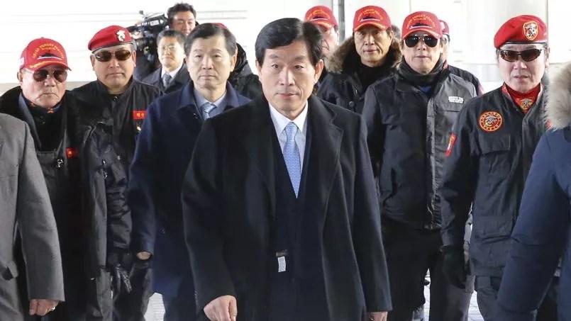Won Sei-hoon, l'ancien patron des services secrets sud-coréens, lors de son arrivée à la Haute cour de Séoul, le 9 février 2015.