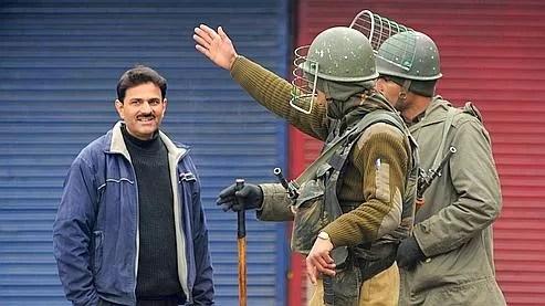 Des soldats indiens patrouillent dans les rues de Srinagar, la capitale régionale du Cachemire. Les forces de sécurité indiennes se livraient, au moins jusqu'en 2005, à une torture systématique des détenus dans les prisons de cette région agitée par une rébellion indépendantiste.