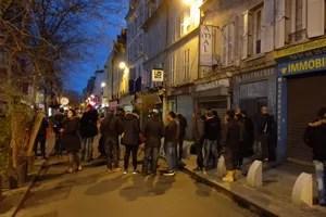 6h30. Quelques habitants et journalistes attendent, tenus à distance par les forces de l'ordre, rue Gabriel-Péri à Saint-Denis. Crédits photo: CP.