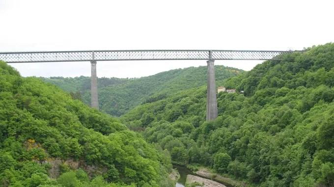 Haut de 132,5m, le Viaduc des Fades en Auvergne-Rhône-Alpes est le 2e plus haut viaduc ferroviaire au monde.