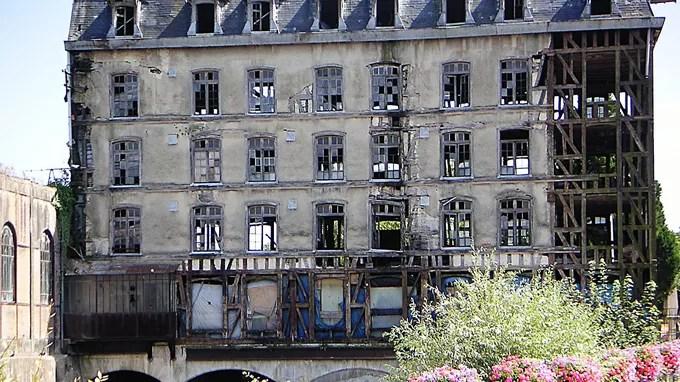 Le moulin de Bar-sur-Seine nécessite d'importants travaux d'urgence. Des fuites d'eau sur sa toiture endommagent l'ensemble du bâtiment en bois.