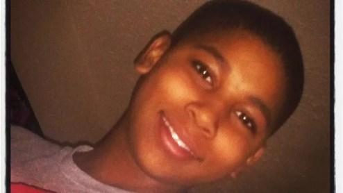 22 novembre: Tamir Rice, 12 ans, à Cleveland (Ohio).Le jeune garçon a été tué de deux balles dans l'abdomen par un policier alerté par un appel qu'un enfant jouait avec un pistolet dans un square. Ce garçon s'amusait en réalité avec un pistolet factice. Selon un enregistrement téléphonique, la personne ayant appelé avait précisé que l'arme était «probablement fausse». Une enquête fédérale a démontré que la police de cette ville avait tendance à faire un usage excessif de la force. La scène, filmée par une caméra de surveillance, a ravivé l'indignation des Américains qui manifestaient depuis plusieurs semaines.