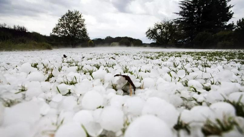 Un jardin recouvert de grêlons aprè sune tempête à Les Esserts en Suisse en 2009 - REUTERS/Valentin Flauraud