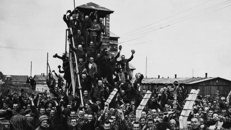 Libération du camp de concentration de Dachau par l'armée américaine le 29 avril 1945.
