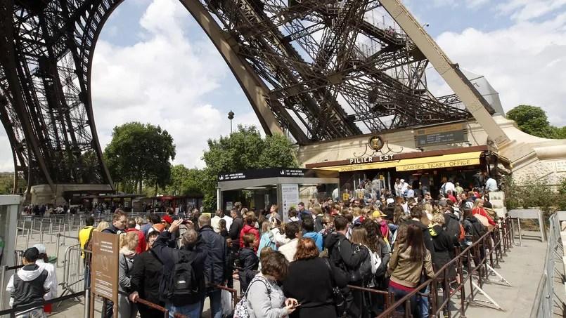 Les touristes sont confrontés à des malfrats très organisés dans les files d'attente.