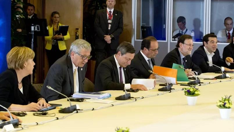 De gauche à droite, Angela Merkel, Jean-Claude Juncker, Mario Draghi, François Hollande, Mariano Rajoy, Alexis Tsipras et Matteo Renzi, lors du sommet de la zone euro, mardi soir à Bruxelles.