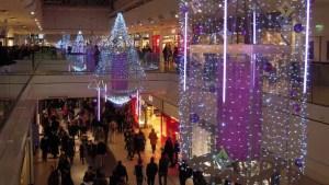 Centre commercial des Quatre-Temps en région parisienne.
