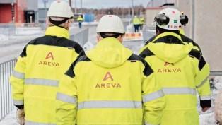 Trois employés sur le chantier de construction du réacteur de troisième génération EPR OL3, à Olkiluoto en Finlande.