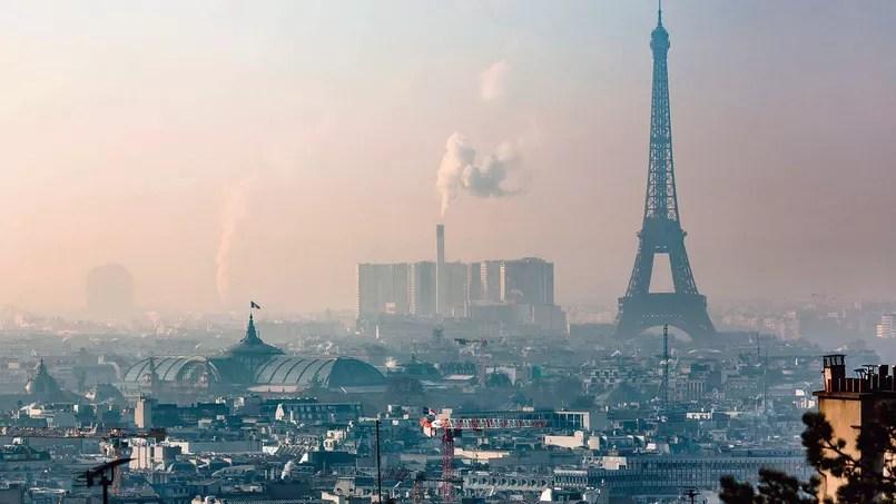 Les personnes vivant dans les villes de plus de 100.000 habitants (comme ici Paris) perdent 15 mois d'espérance de vie à cause de la pollution.