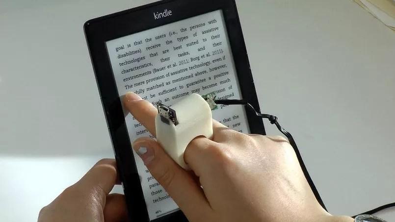 FingerReader, une bague connectée qui redonne aux malvoyants le plaisir de la lecture.