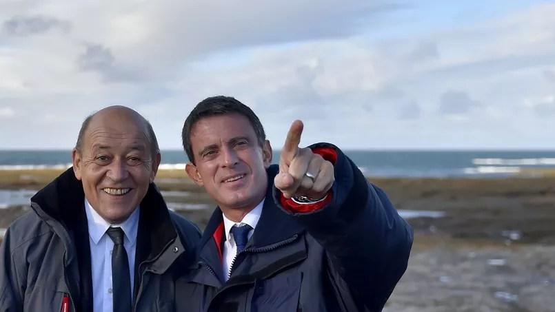 Jean-Yves Le Drian et Manuel Valls sur l'île de Groix, le 1er octobre 2016.