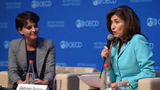 La ministre de l'Education nationale, Najat Vallaud-Belkacem, et Gabriela Ramos, de l'OCDE le 6 décembre à Paris.