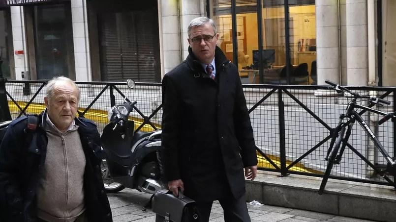 Marc Joulaud, maire LR de Sablé-sur-Sarthe et ancien suppléant de François Fillon, se rendant devant les juges le 24 mars.