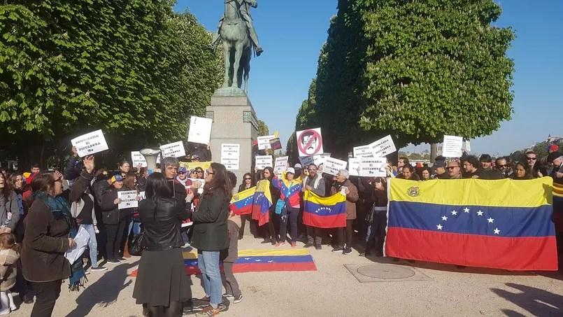 La consternation des Vénézuéliens de Paris face à Mélenchon