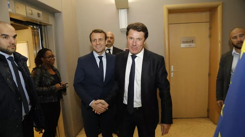 Emmanuel Macron reçu par Christian Estrosi, président de la région Provence-Alpes-Côte d'Azur, le 1er avril à Marseille.