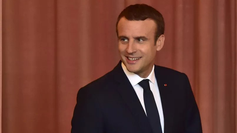 Emmanuel Macron arrivant au bureau de vote, le 18 juin au Touquet.