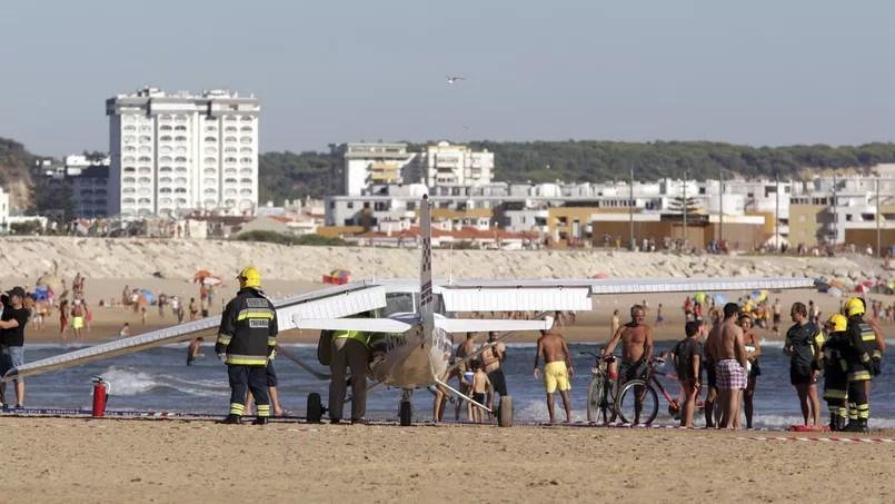Portugal: l'atterrissage d'urgence d'un avion sur une plage bondée fait deux morts
