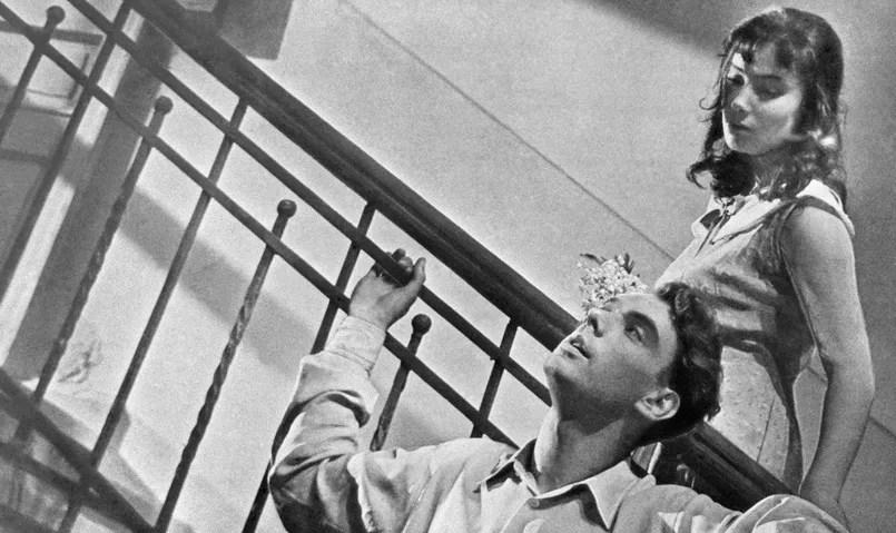 Alexeï Batalov et Tatyana Savoilova sur le tournage de «Quand passent les cigognes» de Mikhail Kalatov en 1957.