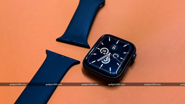 Apple Watch SE band removed Apple Watch SE Review