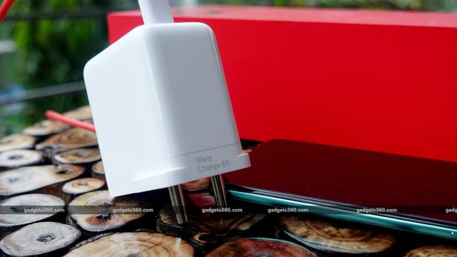 oneplus 8t review back charger dd
