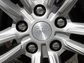 tesla wheel bloomberg small 1613363709032