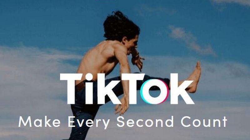 كما TikTok كليب تأخذ عقد مع المراهقين ، يتبارى الآباء للحفاظ على