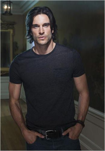 Daniel Ditomasso Witches of East End What is this show?? Why don't I know about him?!: