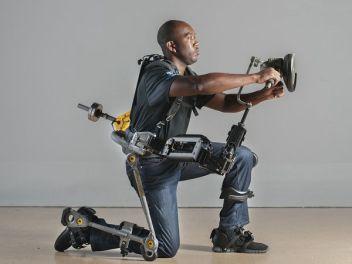 「電動パワード外骨格スーツ」の画像検索結果