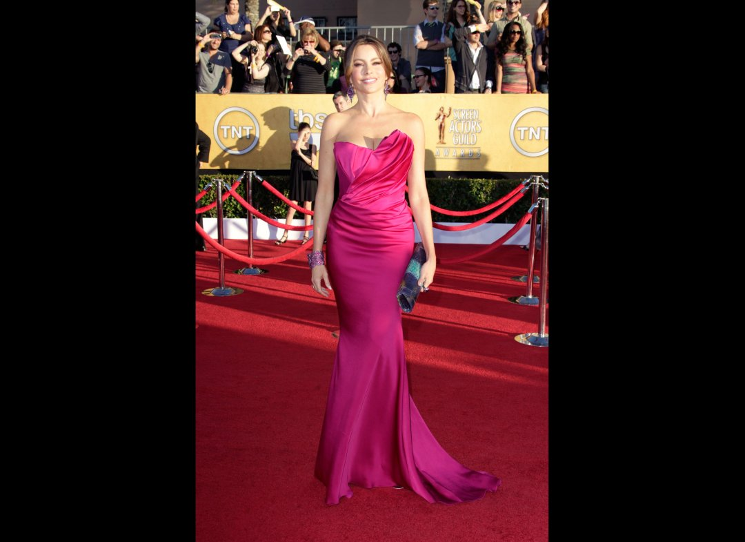 Sofia Vergara in vibrant fuschia by Marchesa and Thale Blanc