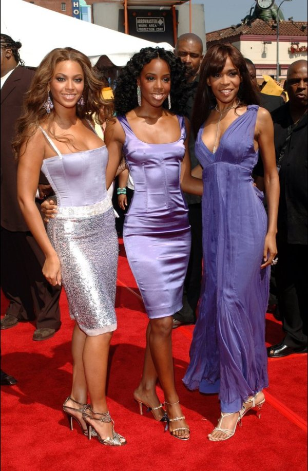 Beyonce Interviews Aaliyah On The Red Carpet At The 2000 ...