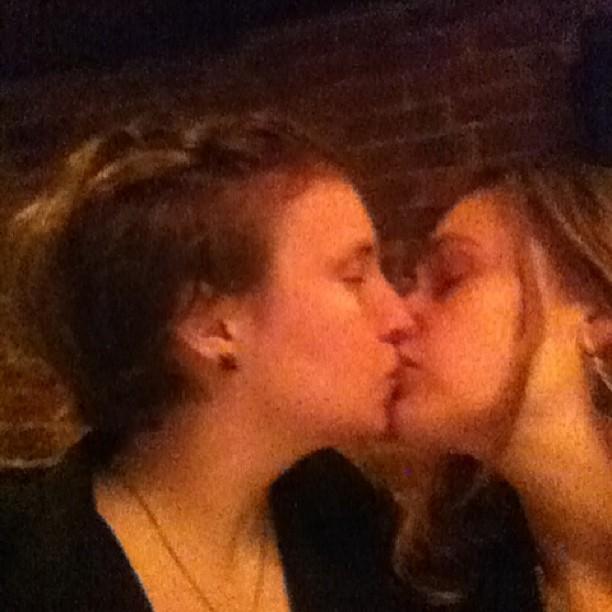 Lena Dunham Kisses A Girl Miranda Kerr Suns Herself And