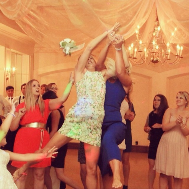 LOL-Worthy Bridal Bouquet Toss Wedding Photo